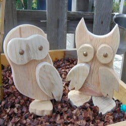 Couple of wooden pallet owls (1)
