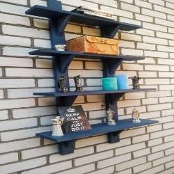 Pallet patio furniture-Decorative shelves (1)
