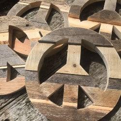 Pallet patio furniture-Pallet Peace Sign (1)