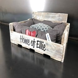 Personalized Pallet Dog Bed in whitewash (1)
