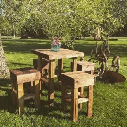 Wood Pallet Table and Stools (1)