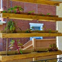hanging pallet planter (1)