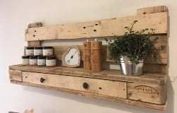pallet furniture ideas - Decorative shelf made of pallets