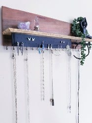 pallet furniture ideas - Jewelry Holder
