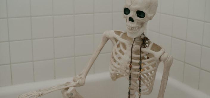 Halloween bathroom decorations.jpg