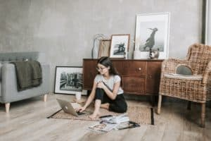 mid century modern living room - featured
