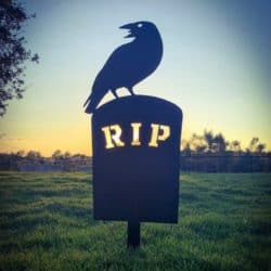 Cheap Outdoor Halloween decorations - Spooky Raven on Grave Metal Yard