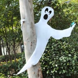 Cheap Outdoor Halloween decorations - Tree Wrap Ghost