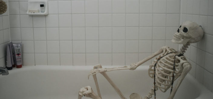 Cheap Halloween Decorations - cheap Halloween bathroom decorations.jpg